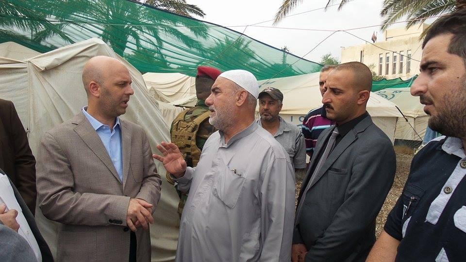 العوائل النازحة نشكر الدكتور عبد اللطيف الهميم على حملته الأنسانية  (1)
