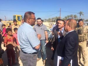مدير عام الدائرة القانونية يزور مخيم الاهل للنازحين في ابو غريب (4)