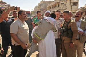الدكتور الهميم يؤكد لاهالي الموصل وقوفه معهم والعمل على اعادة تاهيل المدينة (1)